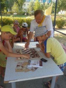 Филимонов Геннадий учит детей таврелям